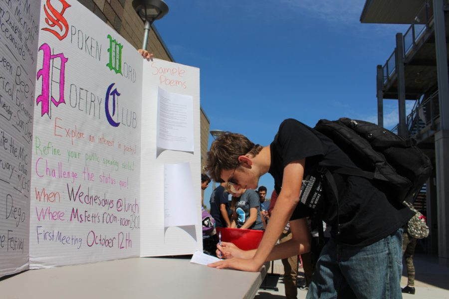 Photographer: Calvin Murphy Senior, Nic Reynoso, signs up for a favorite club of his during club rush at lunch