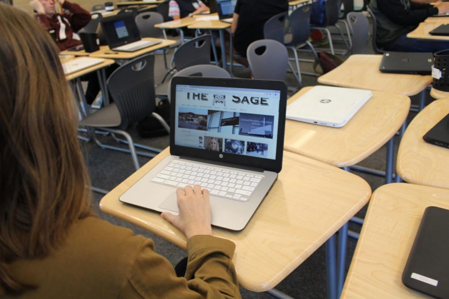 Student scrolls through The Sage website.