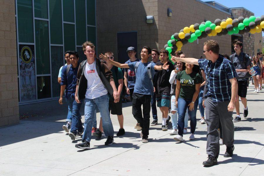 Señor Krámar's advisory class begins their stride throughout the campus during the senior walk-off.
