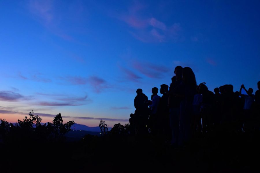 The class of 2019 gathers at the peak of Calavera Mountain on the morning of Aug. 29, 2018. The senior class gathered that morning in the bottom parking lot of Sage Creek at 5:15 a.m. in order to successfully make it to the top of the mountain by the time the sun rose.