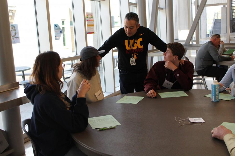 The Student Senate, which met for the first time in Feb. 2018 in the cafeteria, is a body of students representing all grade levels. After bringing the idea of a 8 a.m. start time to teachers and admin, Principal César Morales brought the idea to the student senate for a discussion of the pros and cons.