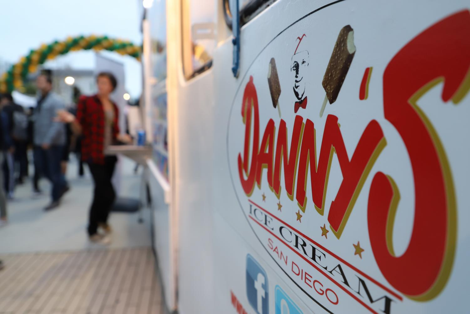 Students+line+up+to+get+a+tasty+treat+from+Danny%E2%80%99s+Ice+Cream+Truck.+The+Hoopcoming+Carnival+was+packed+with+food+trucks+and+stands+filled+with+a+variety+of+food+for+everyone%E2%80%99s+cravings.+