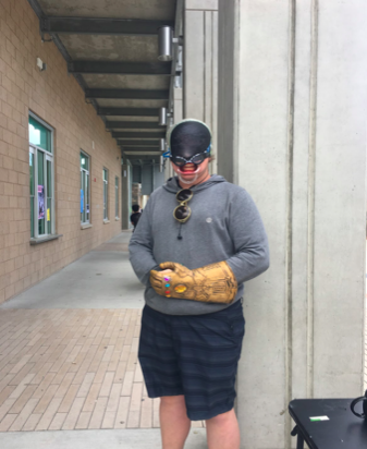 Josh+Hamilton+sporting+a+swim+cap+covering+his+eye+through+goggles+with+sunglasses+and+a+large+hand+resembles+a+cursed+image.+His+costume+earned+him+many+cheers+during+the+contest+during+lunch+hosted+by+ASB.