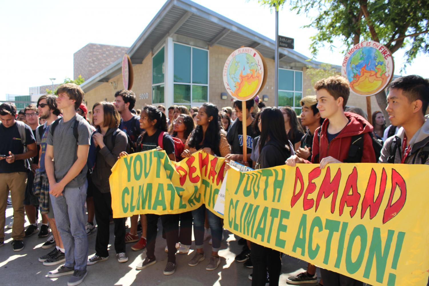 Students+gather+in+the+Academic+Mall+at+2%3A20+p.m.+on+Friday%2C+Sept.+20+to+give+awareness+to+climate+change.+This+walkout+was+global%3B+youth+and+adults+alike+walked+for+the+same+march+against+climate+change.+