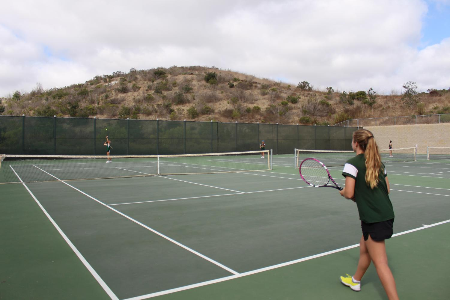 Junior+Jackie+Tucker+strides+her+way+forward+ready+to+challenge++Oceanside%27s+serve.+Girls+tennis+competed+against+Oceanside+High+School+on+Thursday%2C+Sept.+19.
