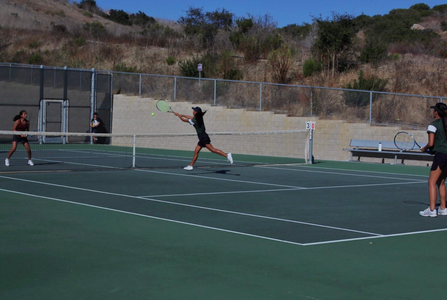 Sophomore+Isla+Leverette+quickly+dashes+to+the+net+for+a+strong+hit.+Girls+tennis+beat+Rancho+Buena+Vista+3-5+on+Oct.+3.+