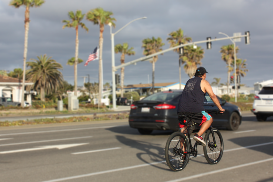 A+man+stops+at+the+light+while+cruising+along+the+Carlsbad+coast.+Bicycling%2C+as+a+whole%2C+has+seen+a+major+increase+in+popularity+that+some+call+the+%E2%80%9Cbike+boom%E2%80%9D.++